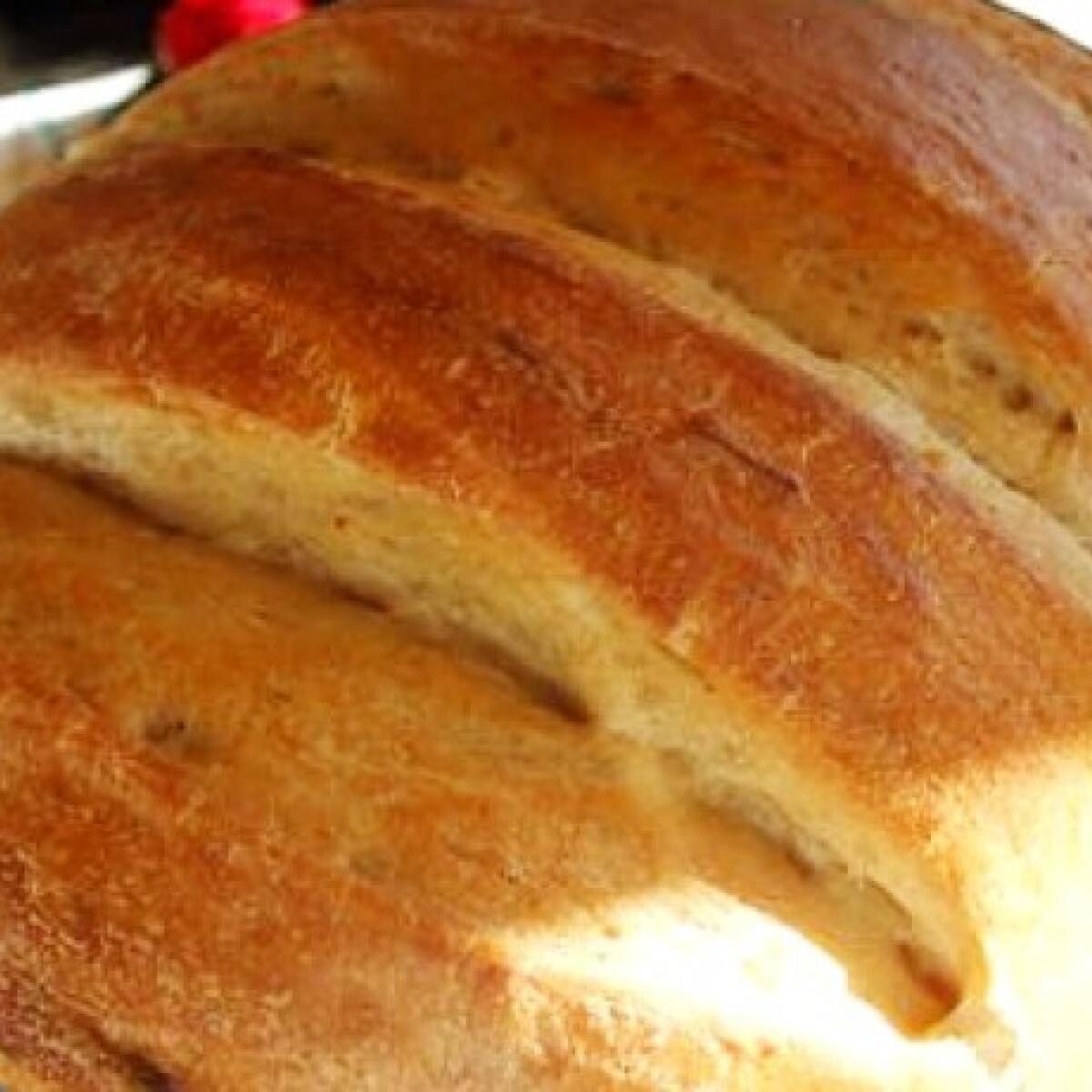 Ezen a képen: Kovászos kenyér háromféle lisztből