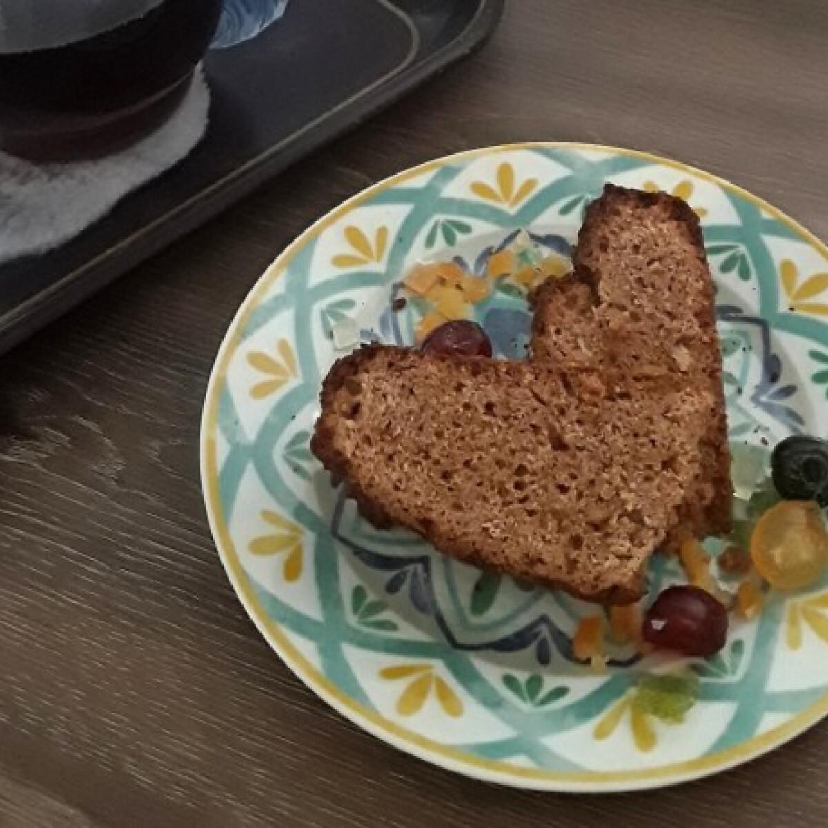 Ezen a képen: Gesztenyelisztes Madeira torta
