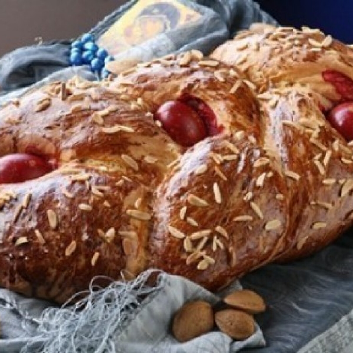 Ezen a képen: Cureki - görög húsvéti kalács