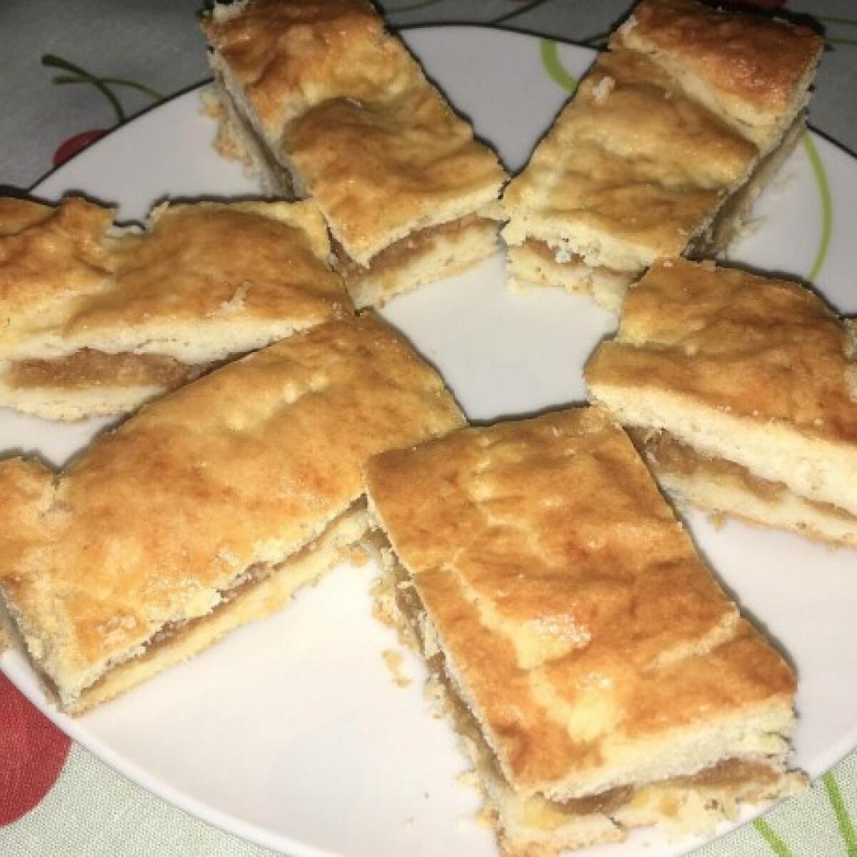 Ezen a képen: Almás süti Dalmi konyhájából