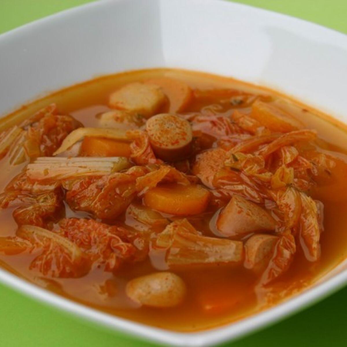 Ezen a képen: Virslis kínaikel-leves