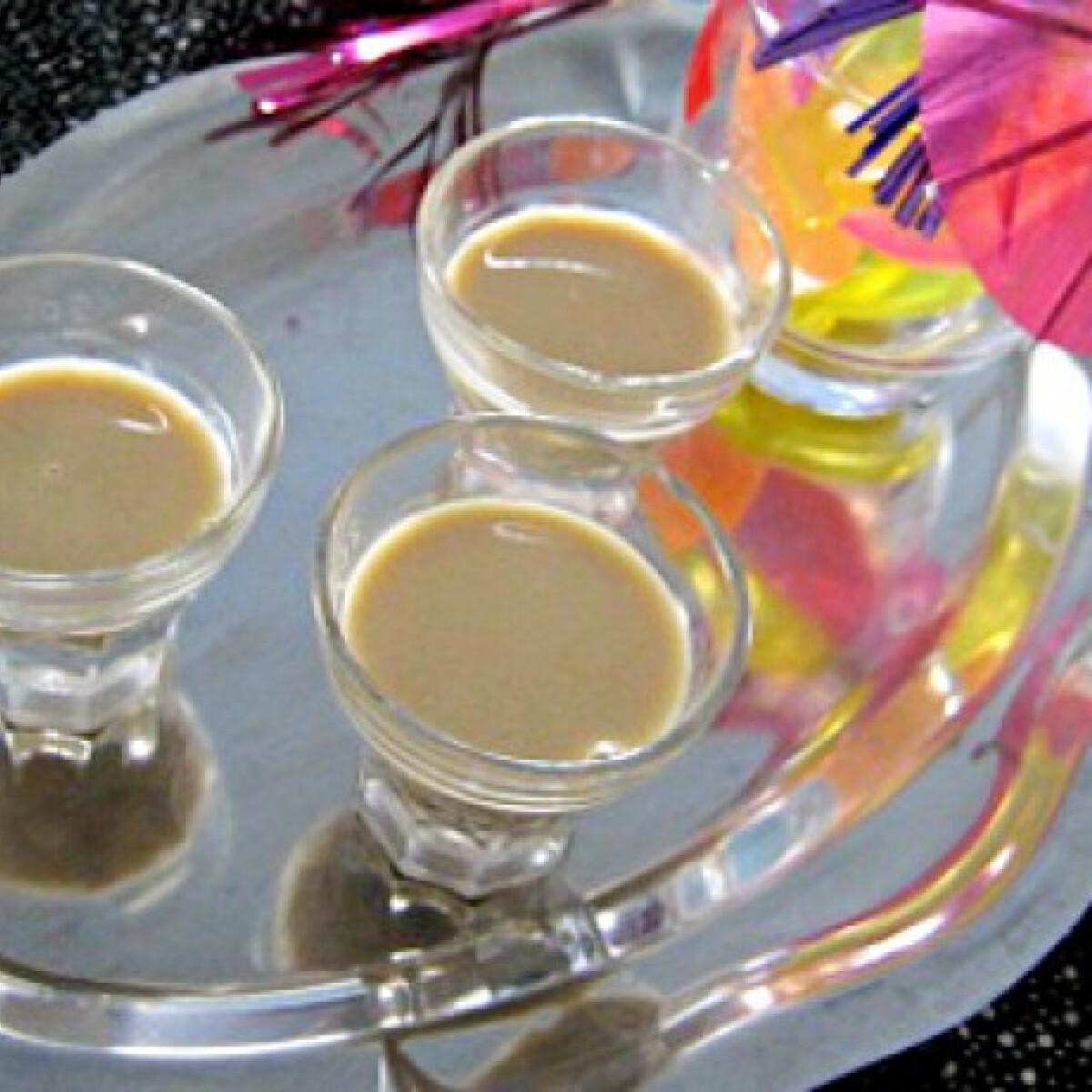 Ezen a képen: Rumos-kávés likőr