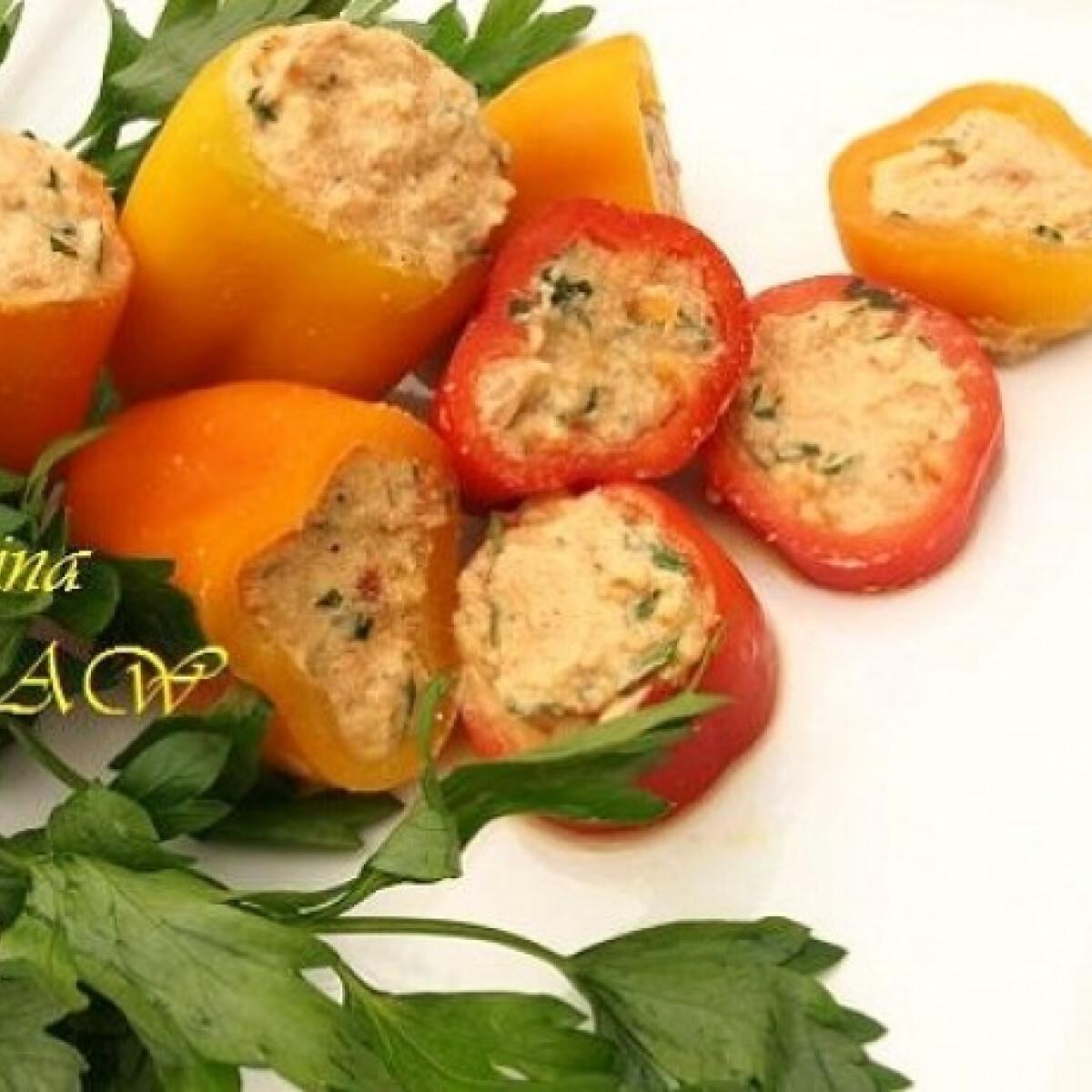 Fűszeres mandulasajt paprikába töltve