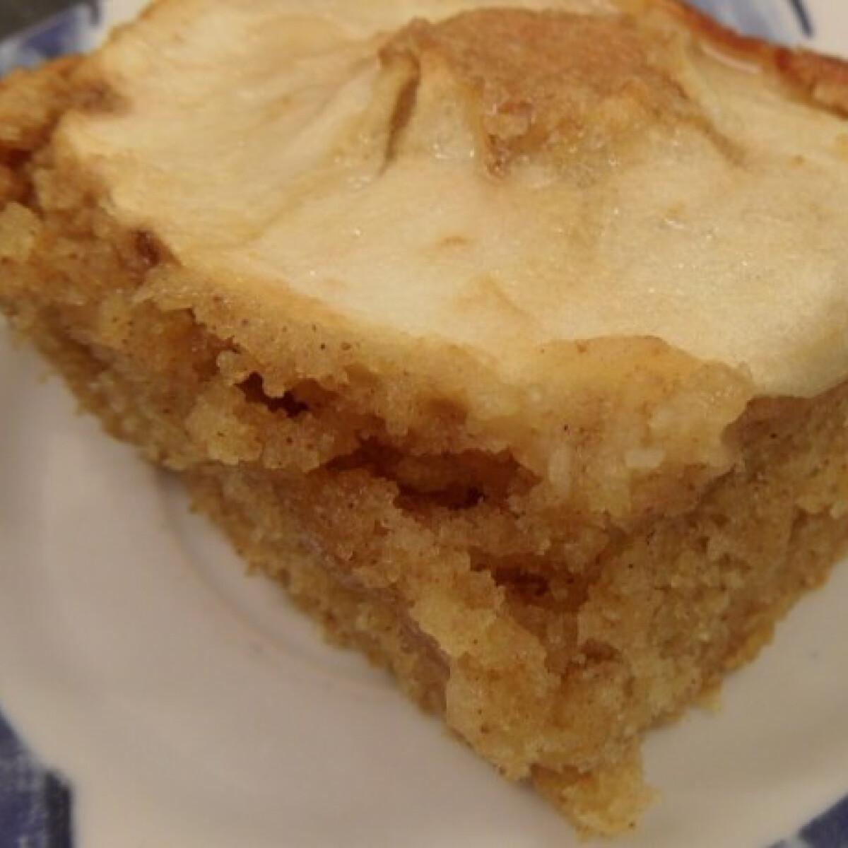 Almás-joghurtos süti