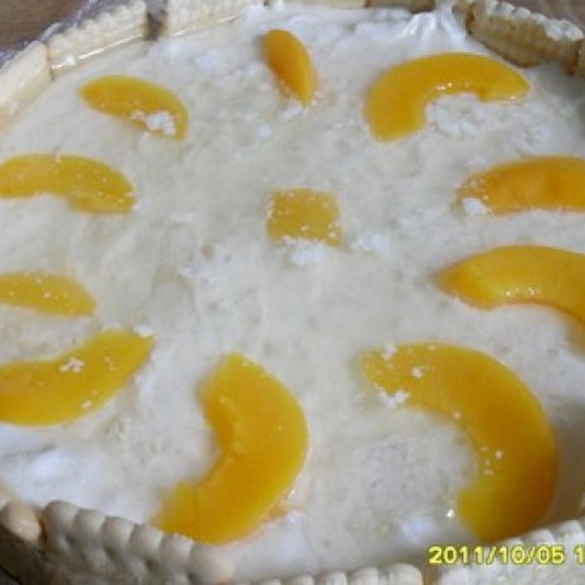 Ezen a képen: Őszibarackos túrótorta - kekszalapú