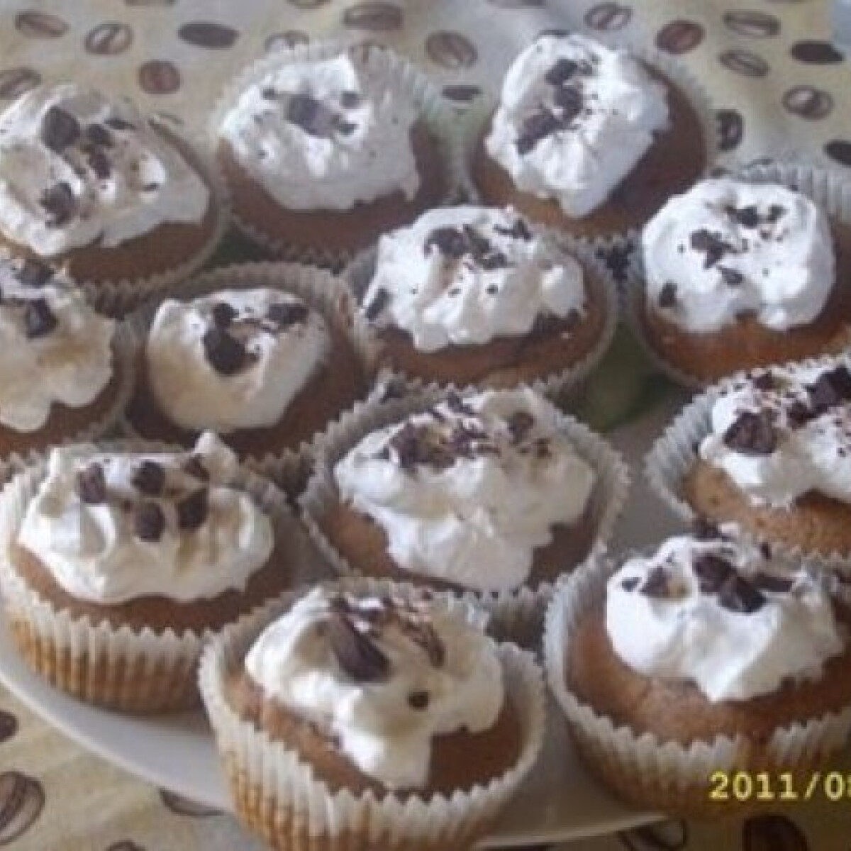 Ezen a képen: Krémes csokis muffin