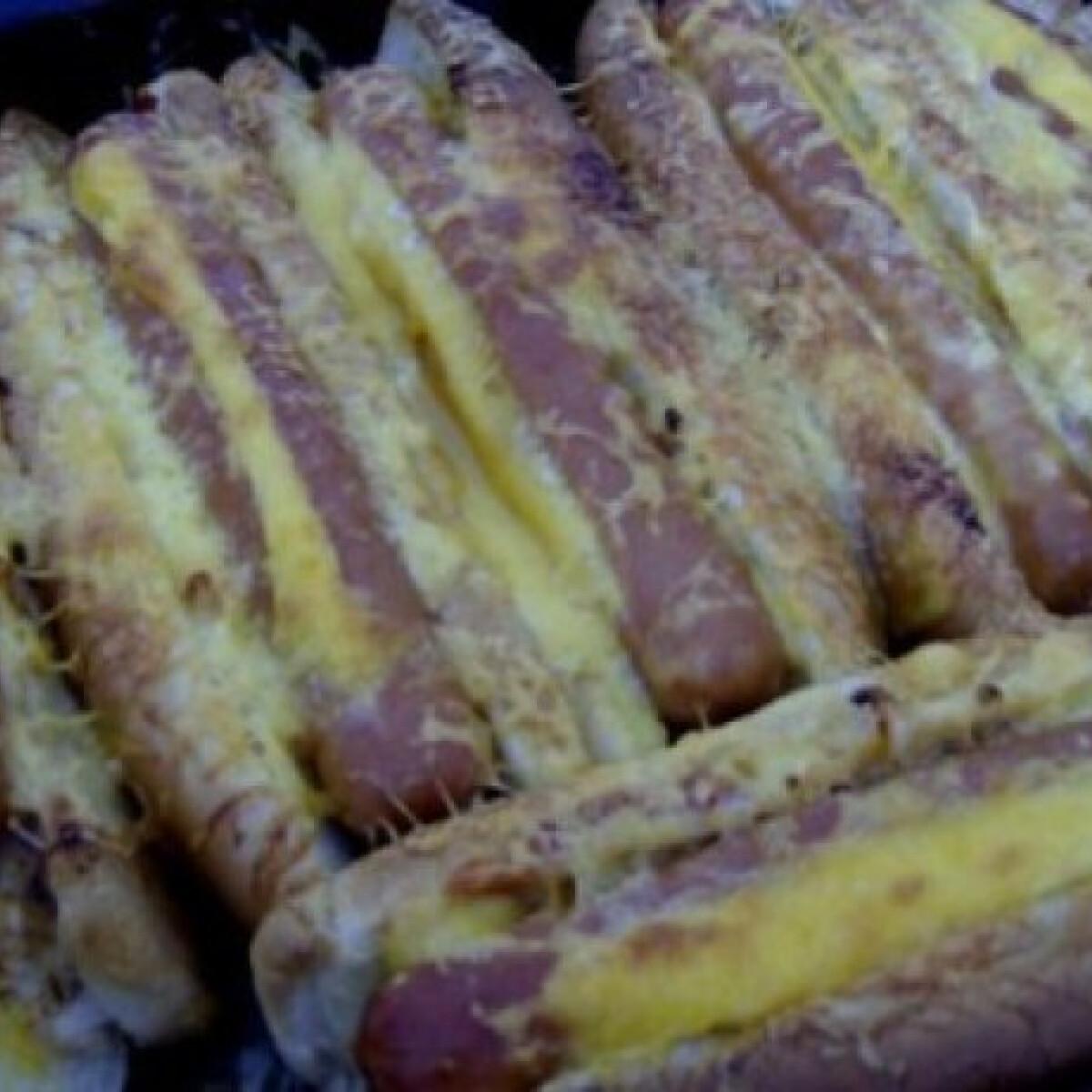 Ezen a képen: Sütőben sült hotdog