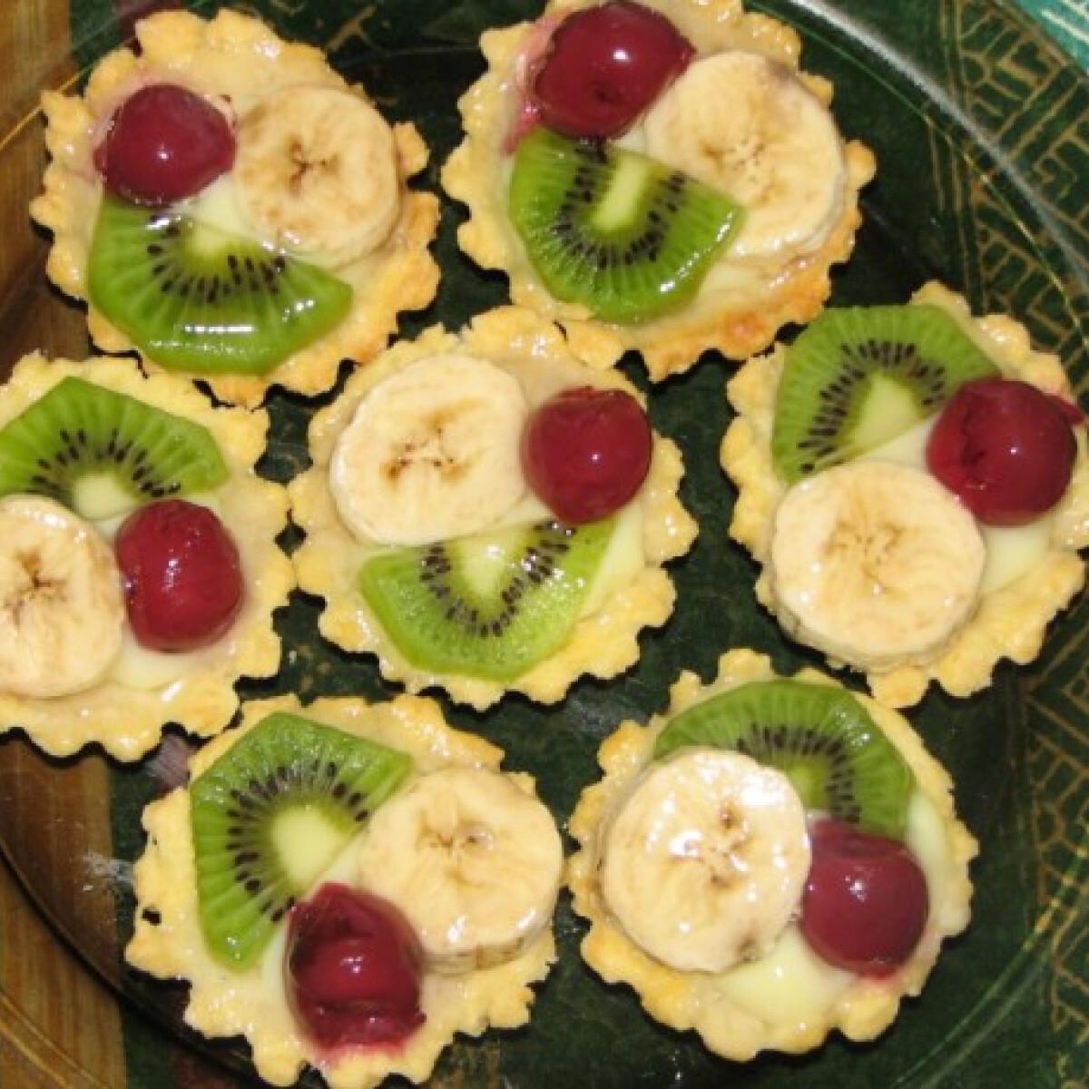 Ezen a képen: Gyümölcskosárka Rezu konyhájából