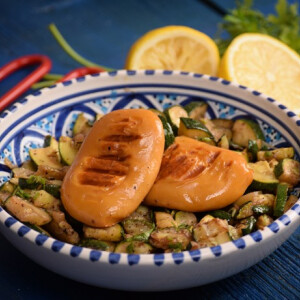 Grillsajt marokkói cukkinisalátával