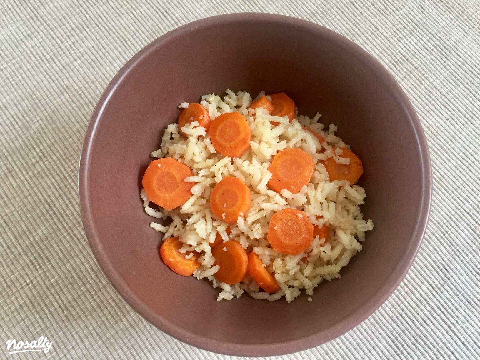Ezen a képen: Párolt rizs pirított sárgarépával