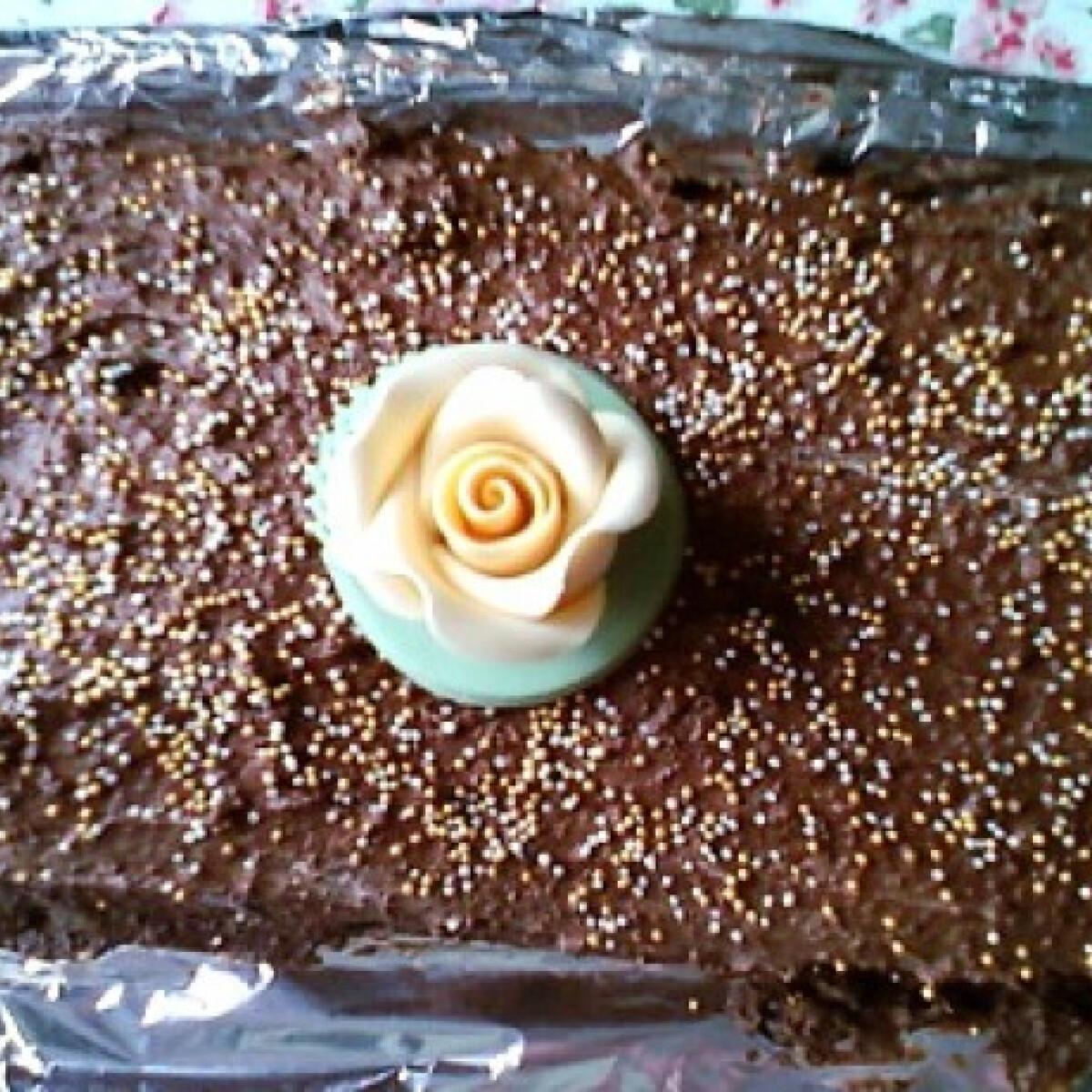 Ezen a képen: Ganache krémes csokitorta
