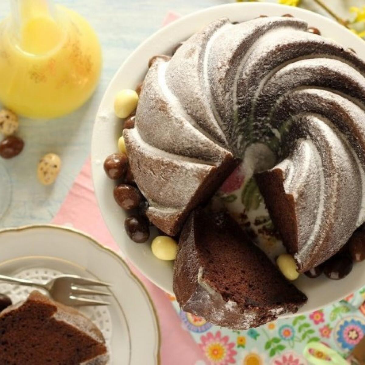 Ezen a képen: Majonézes-kakaós kuglóf