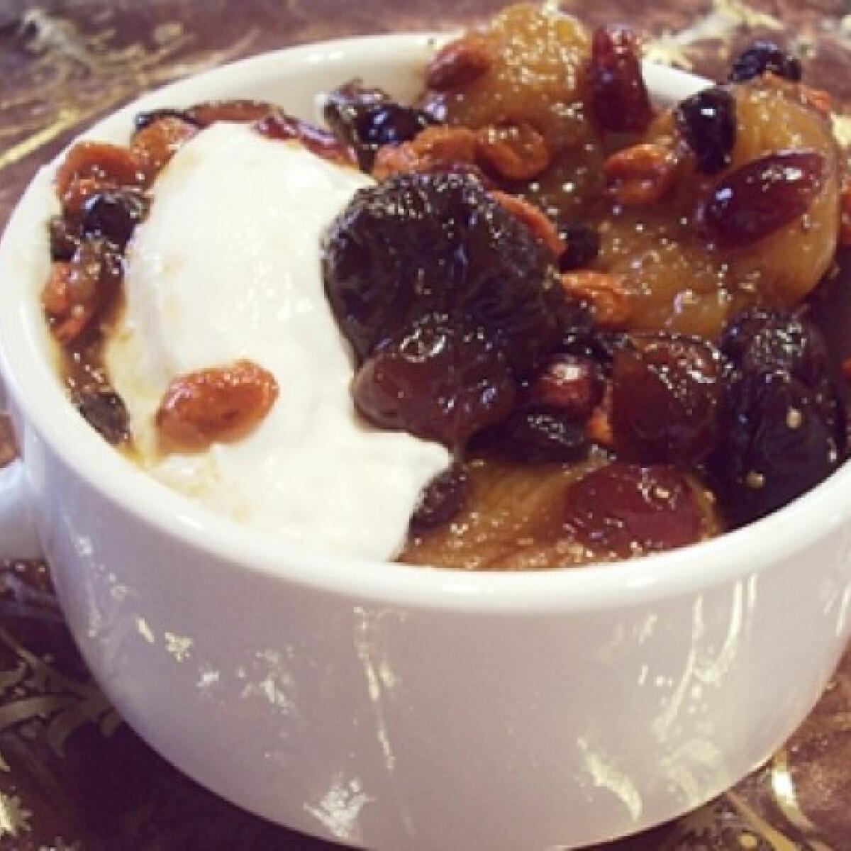 Ezen a képen: Téli gyümölcssaláta görög joghurttal