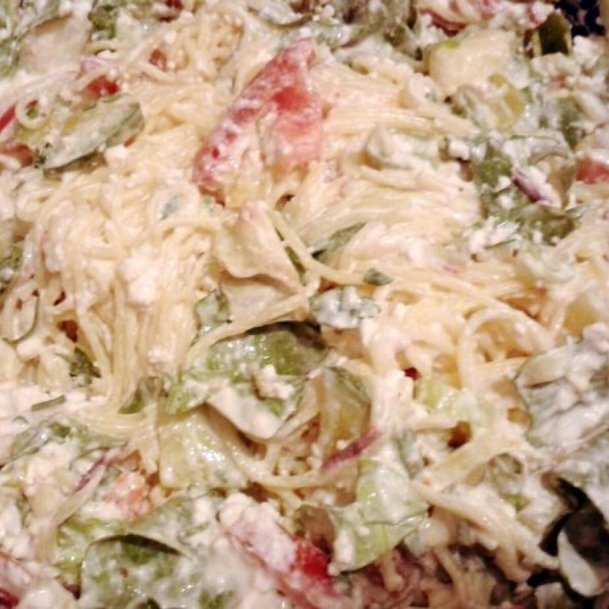 Ezen a képen: Salátás tésztasaláta