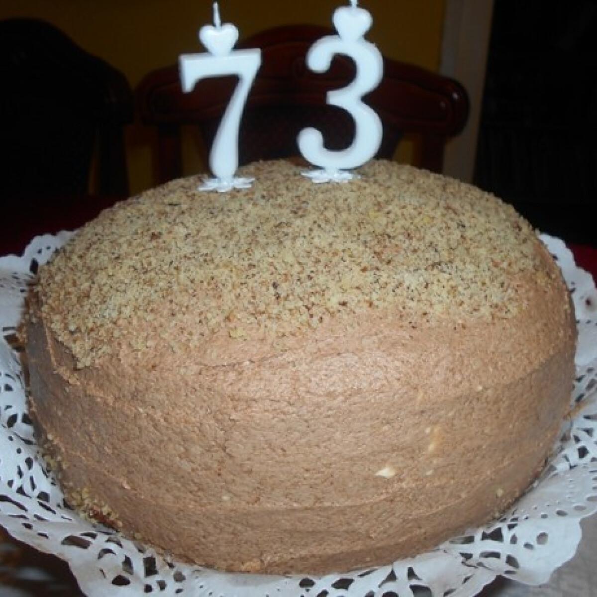 Ezen a képen: Kávés-diós torta