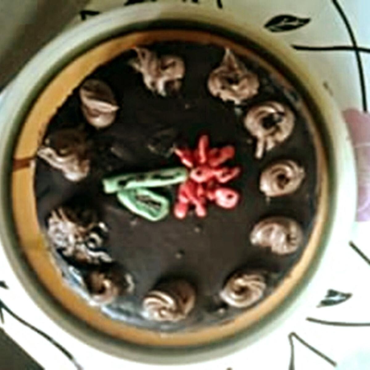 Ezen a képen: Csokoládétorta Anyanyultól