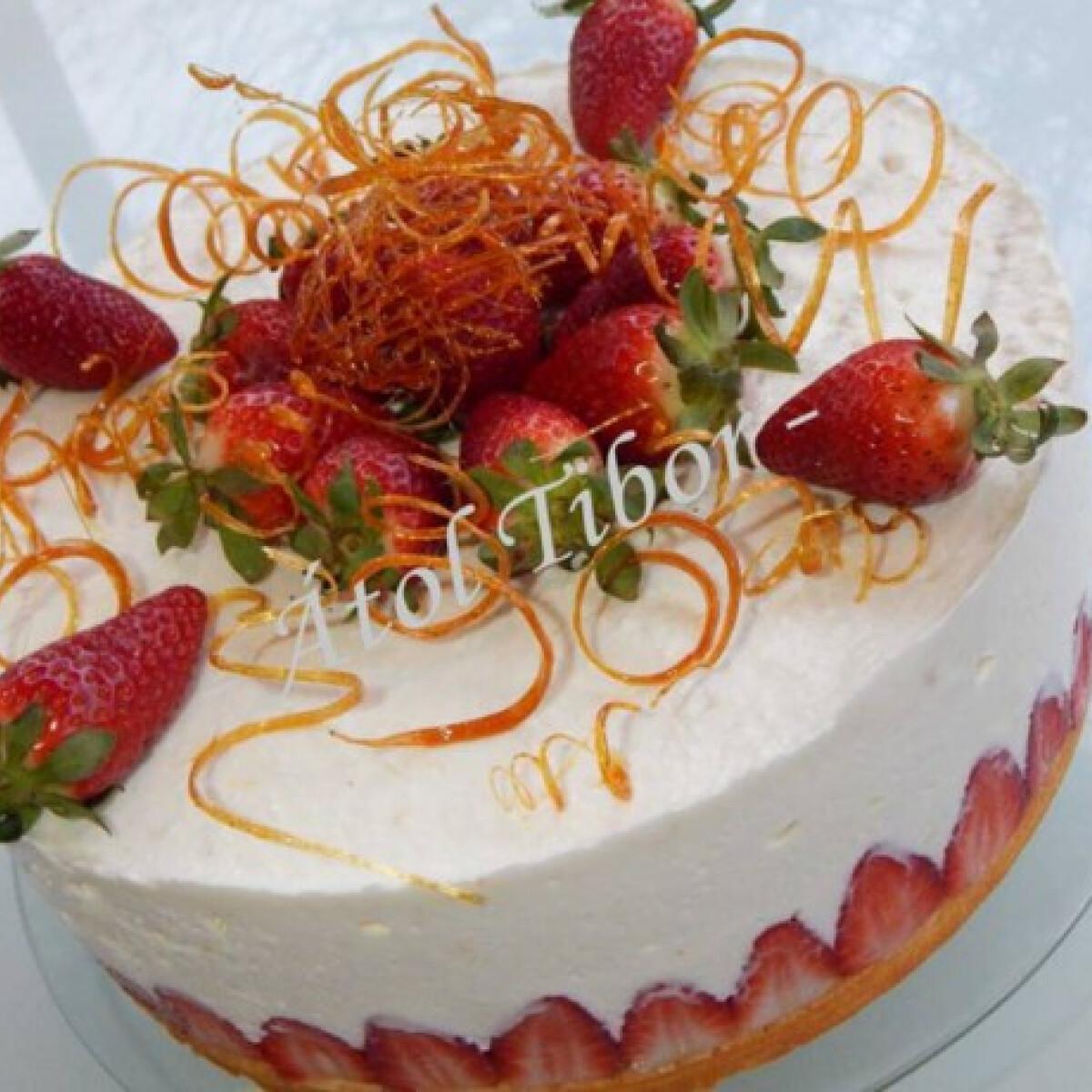 Ezen a képen: Epres-túrókrémes torta