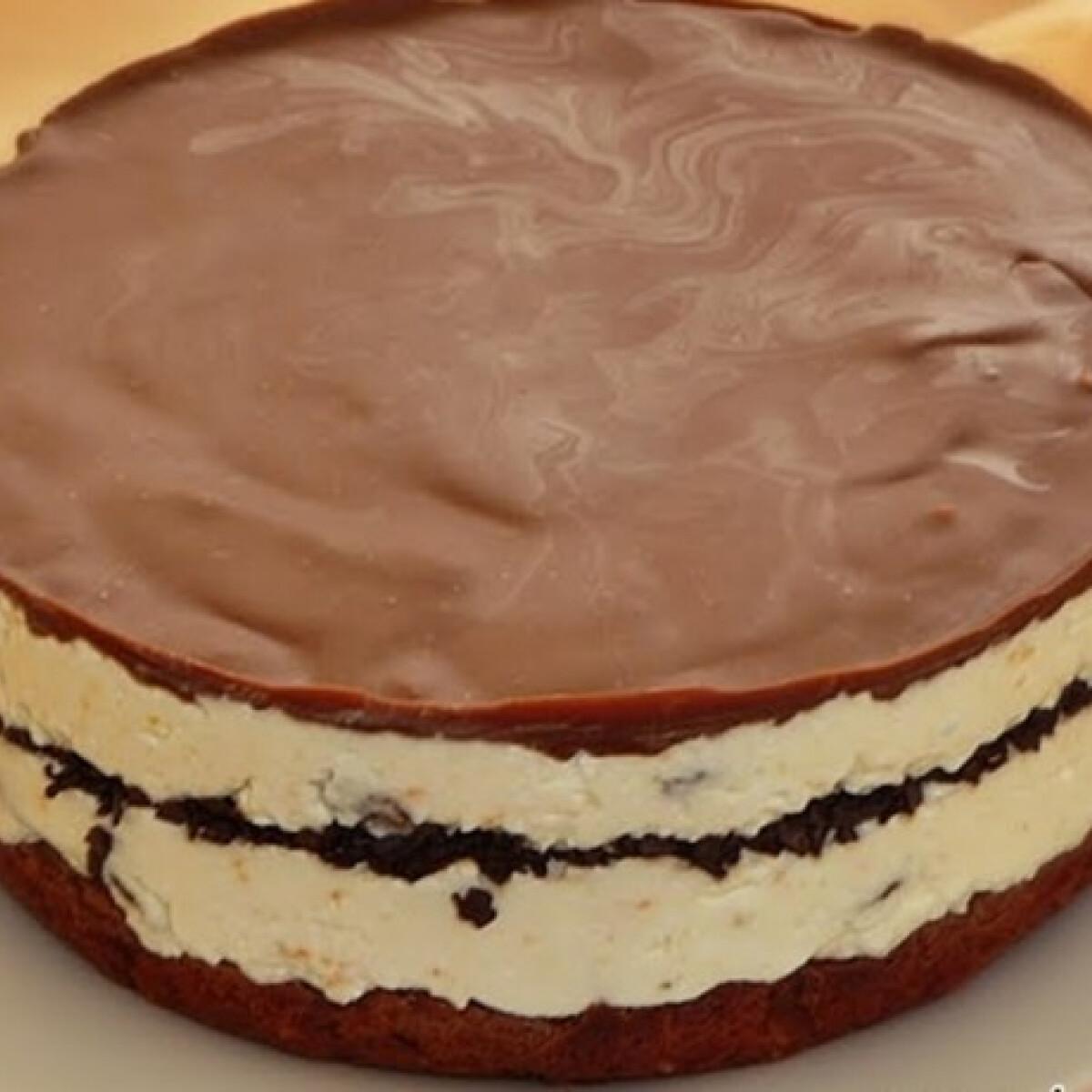 Ezen a képen: Mazsolás-narancsos Túró Rudi torta