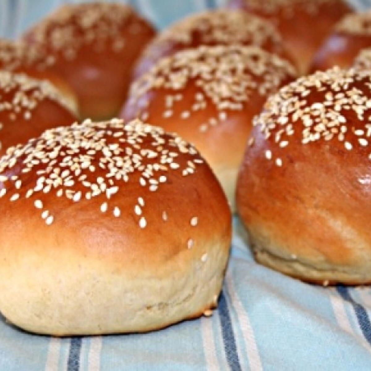 Ezen a képen: Hamburger zsemle Vicikó konyhájából
