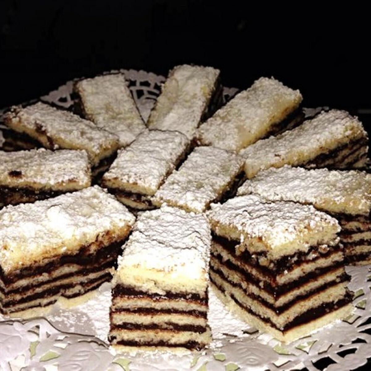 Ezen a képen: Hatlapos sütemény Incillától