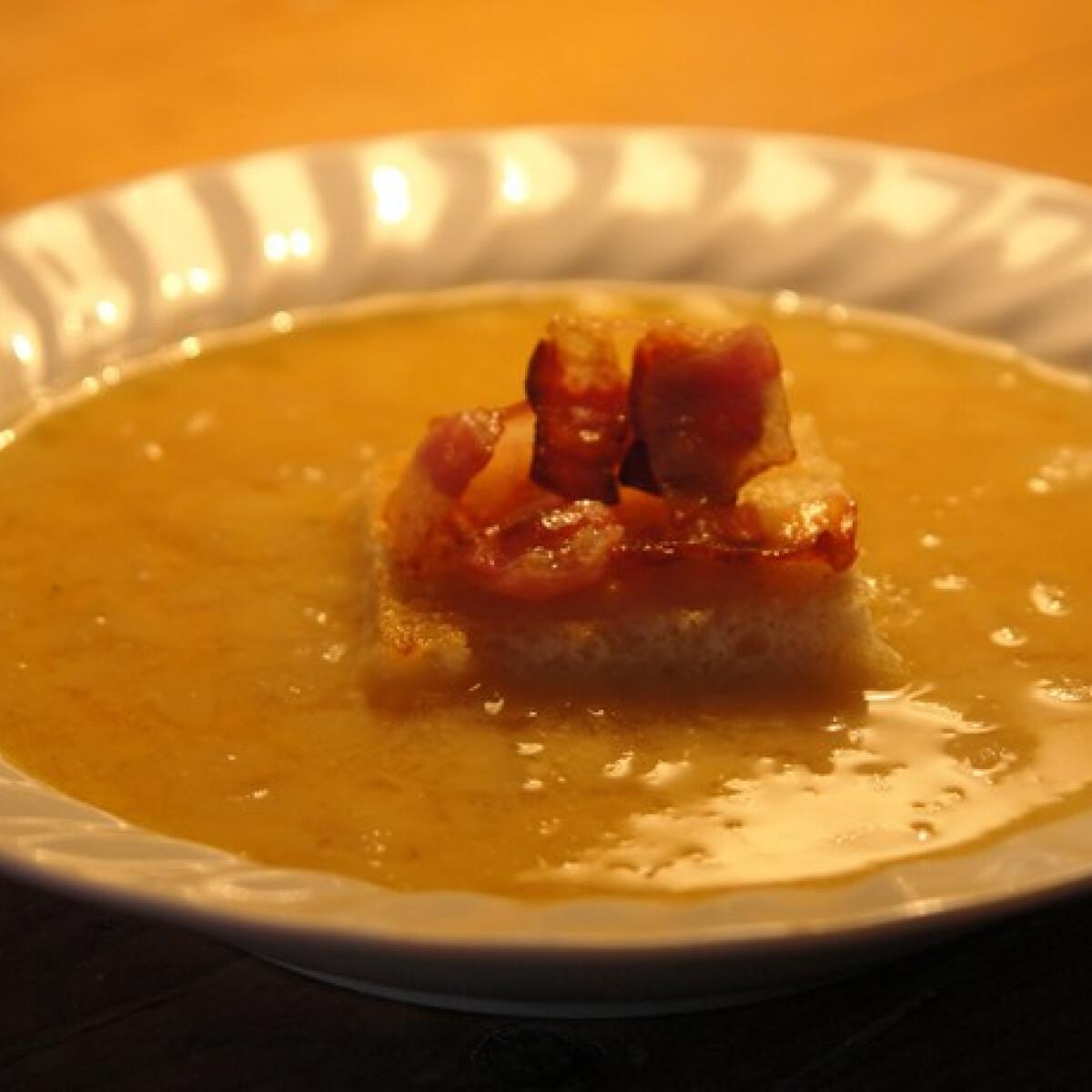 Ezen a képen: Sárgaborsó leves