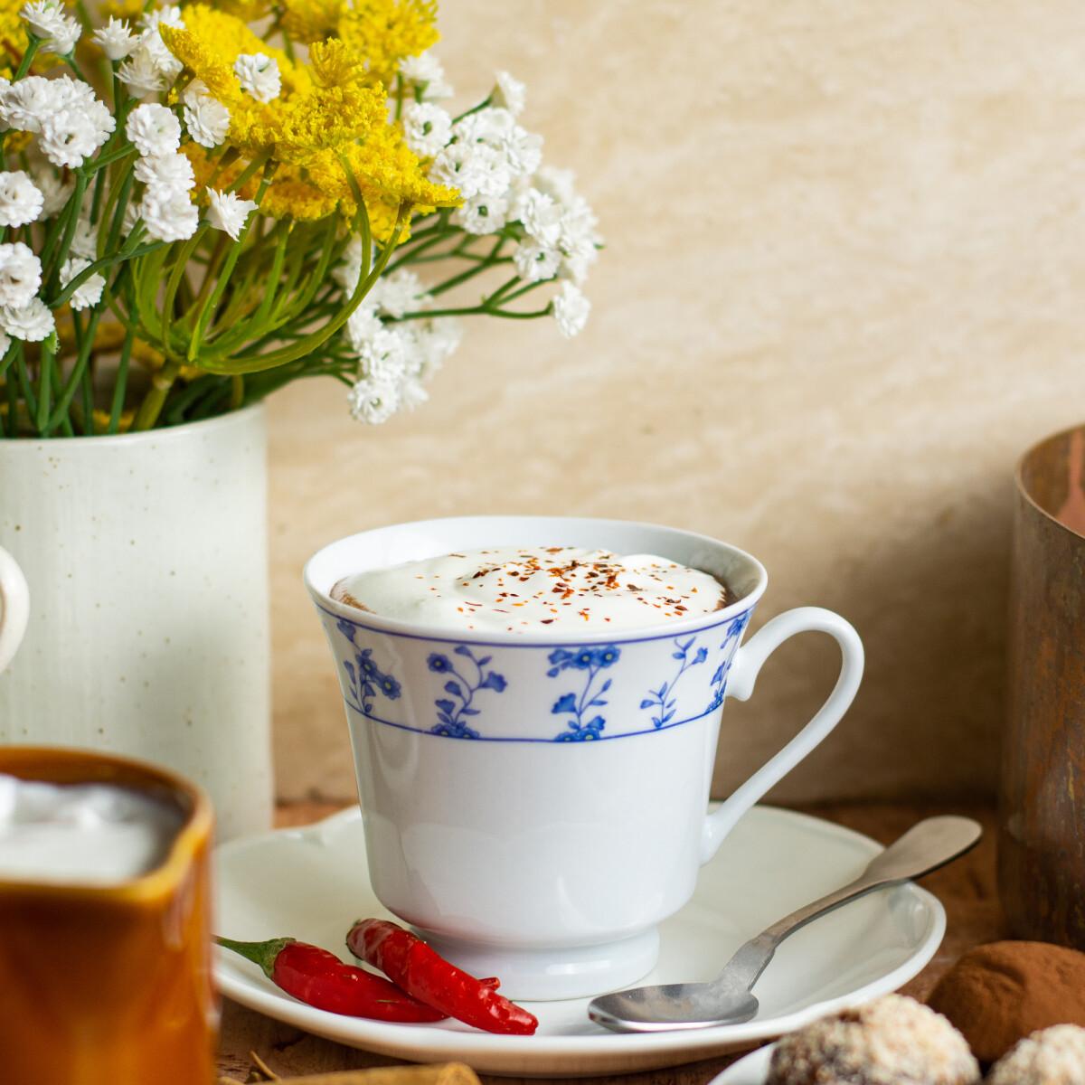 Ezen a képen: Vianne chilis forró csokoládéja