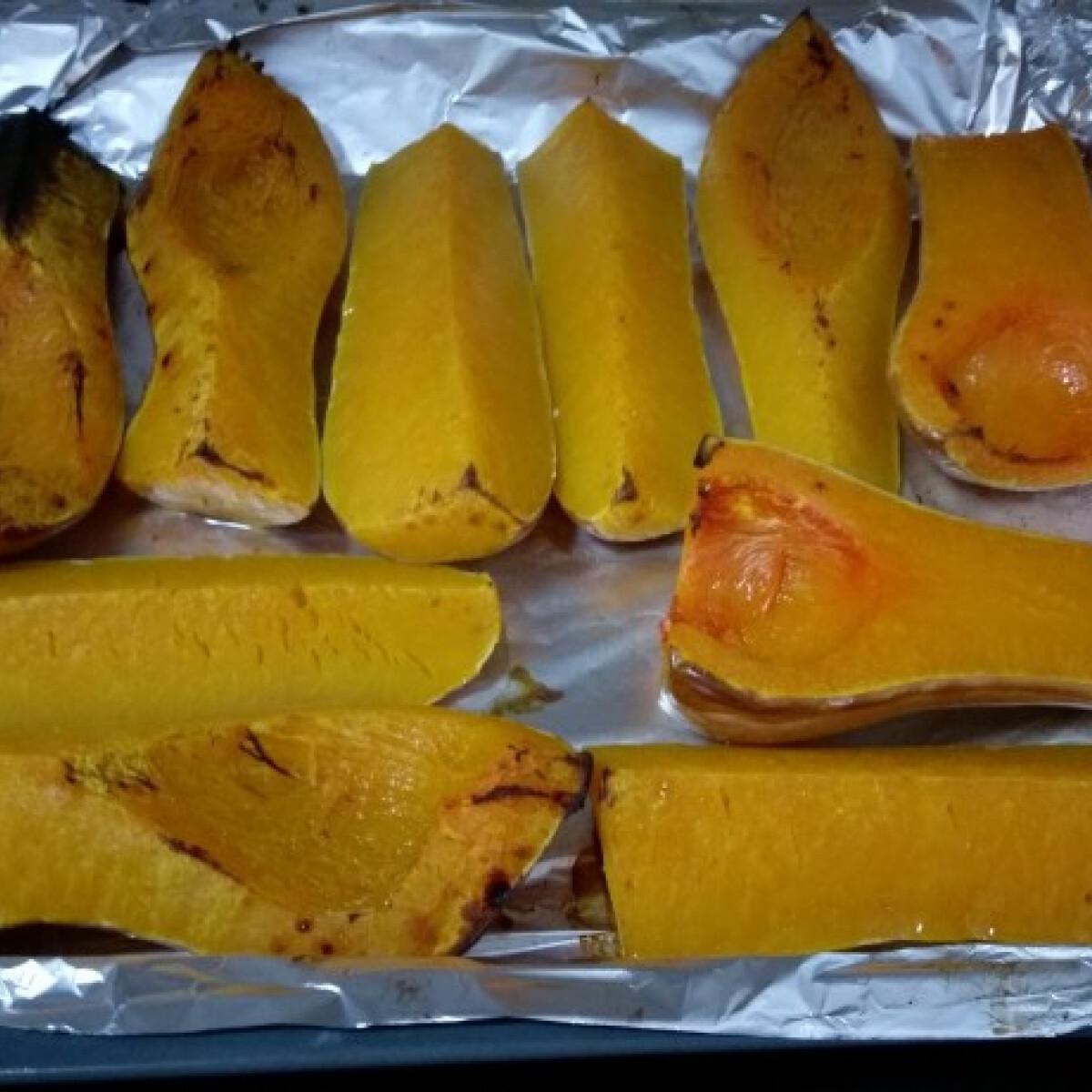 Ezen a képen: Butternut Squash - sütőtök natúran sütve