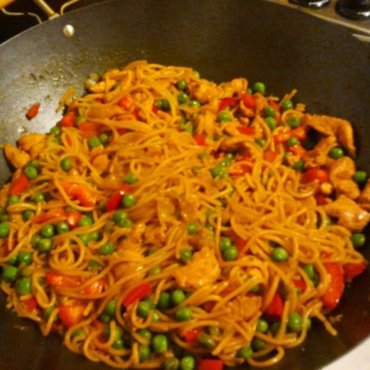 Ezen a képen: Kínai tészta wokban