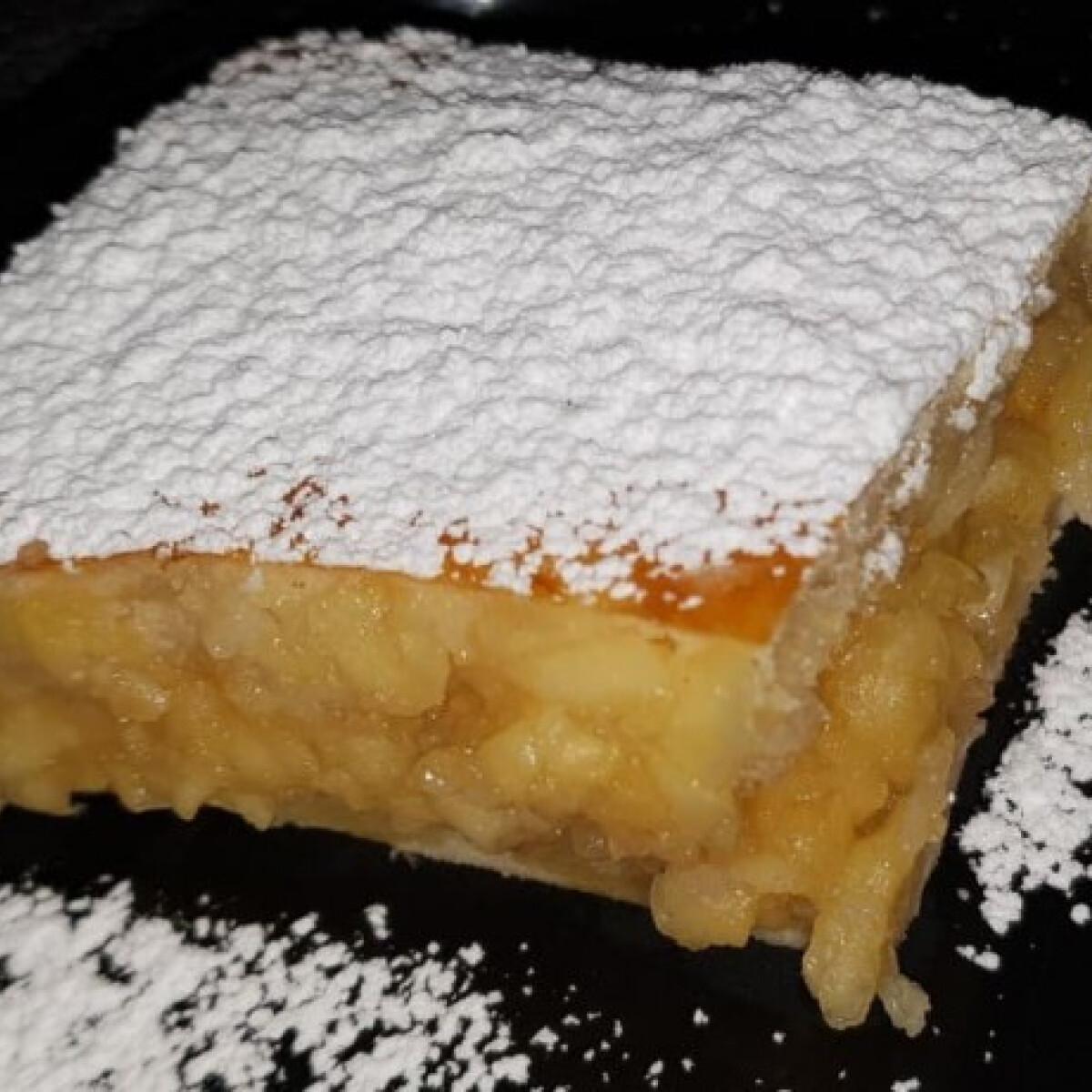 Ezen a képen: Almás pite Minnie konyhájából