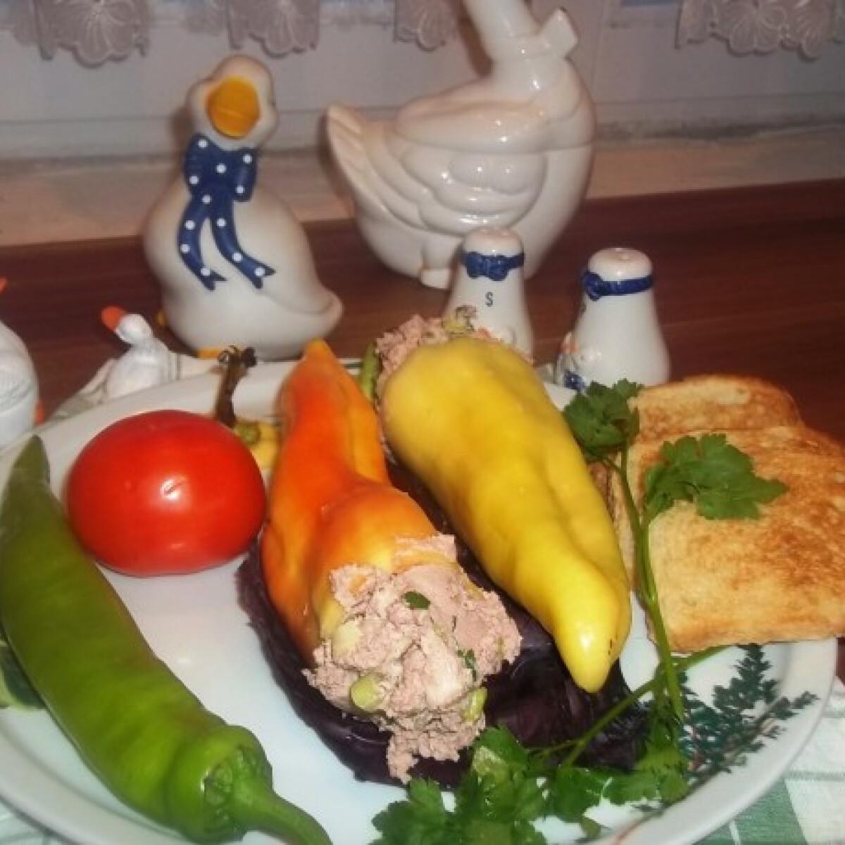 Ezen a képen: Sajtos libamájpástétommal töltött paprika