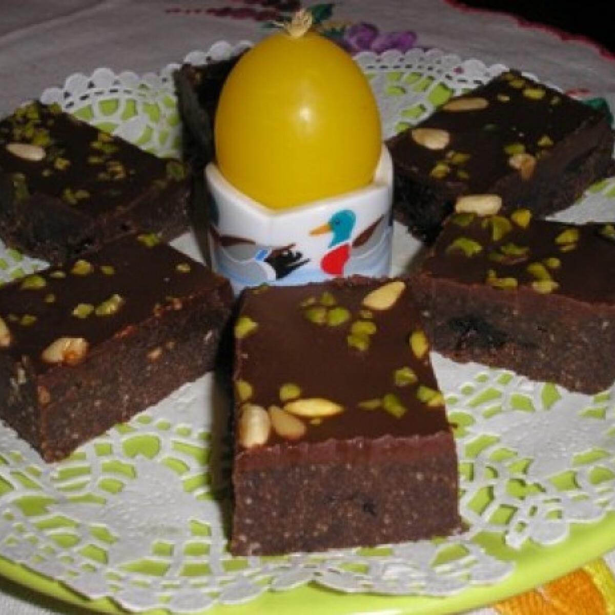 Rumos aszalt szilvás csokiszelet