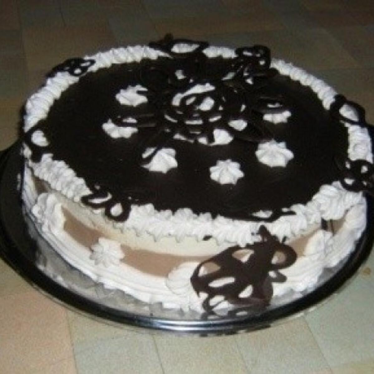 Ezen a képen: Csokoládés habtorta
