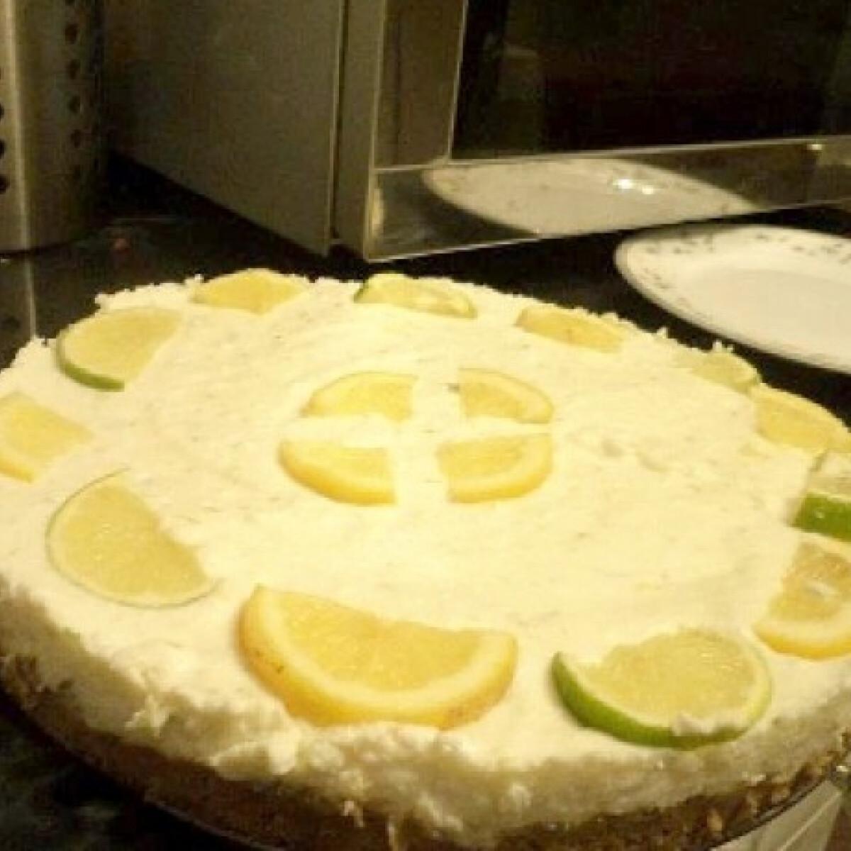 Ezen a képen: Citromos-lime-os túrótorta