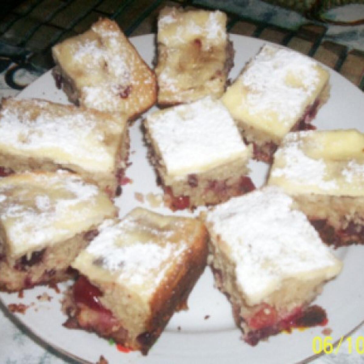 Ezen a képen: Túrós-gyümölcsös süti