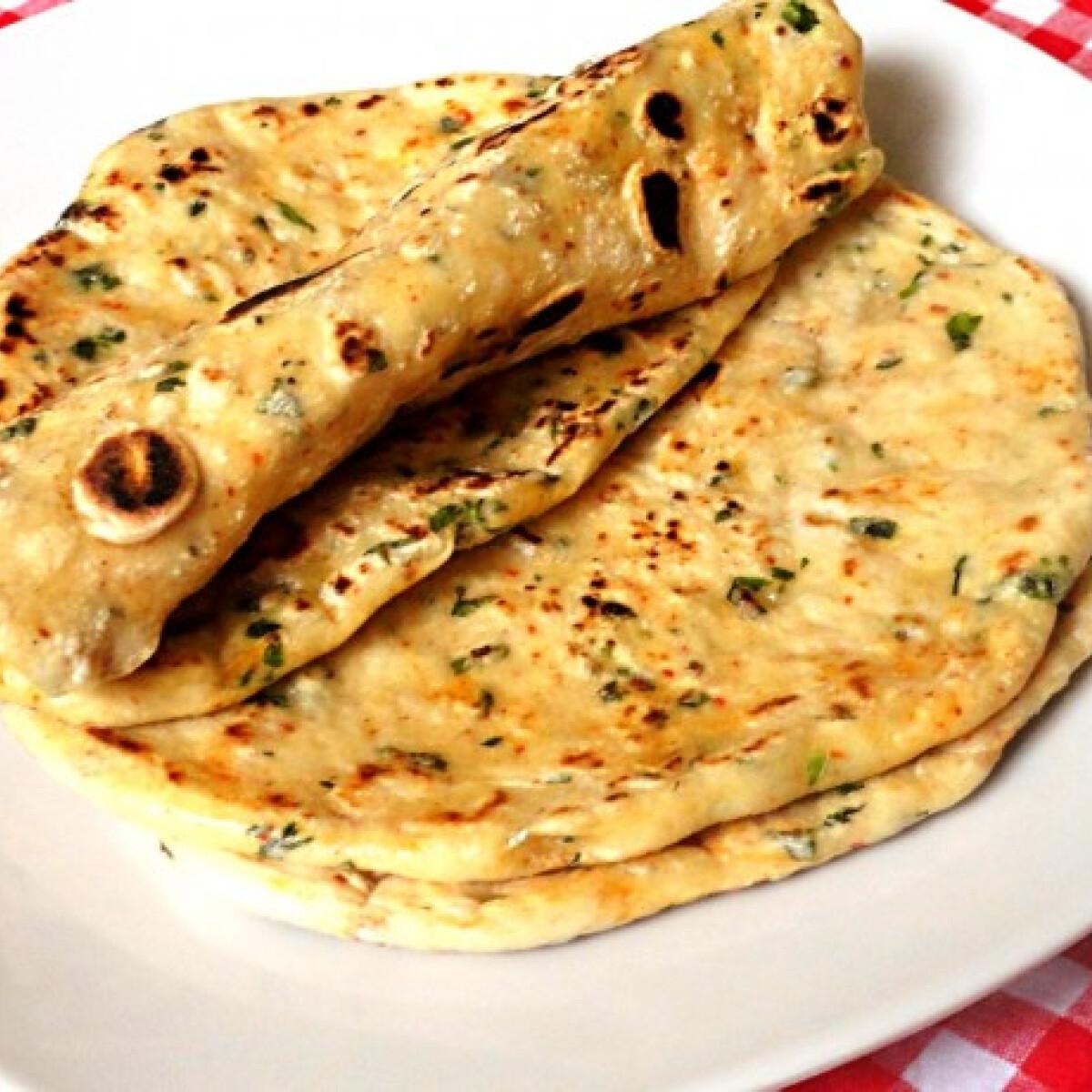 Ezen a képen: Korianderes chilis serpenyős pita