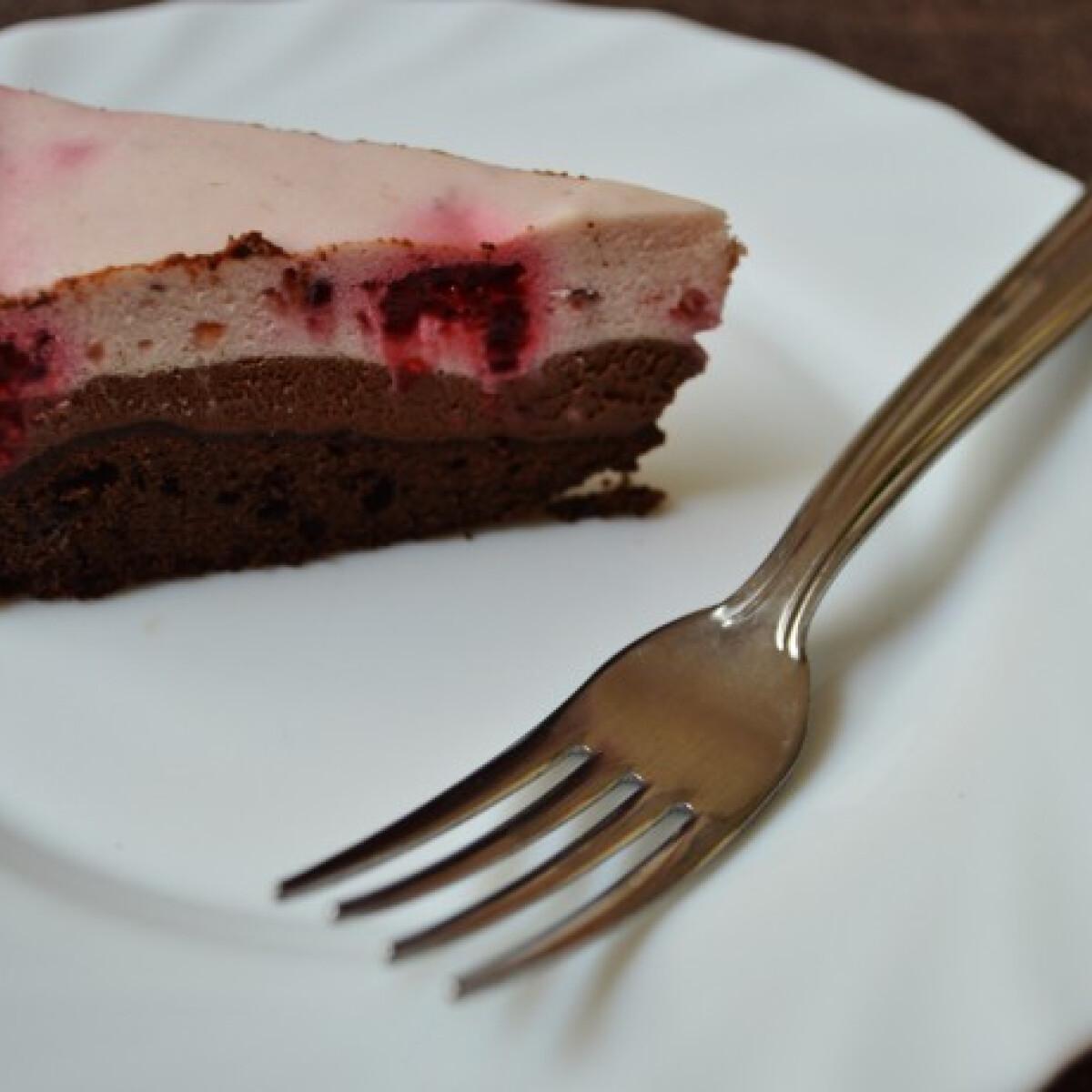 Ezen a képen: Csokis-málnás mousse torta