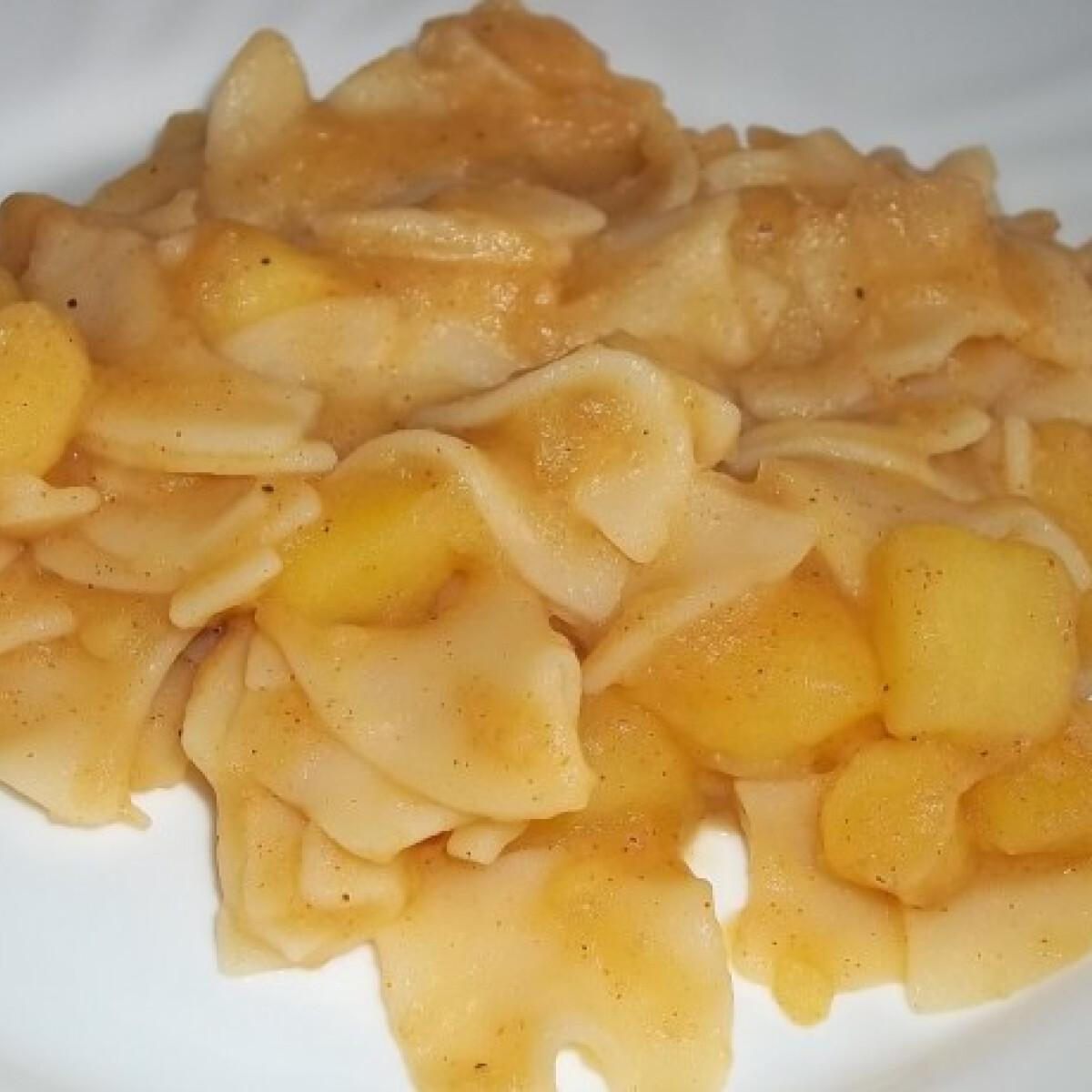 Ezen a képen: Krumplis tészta ahogy töjpilla készíti