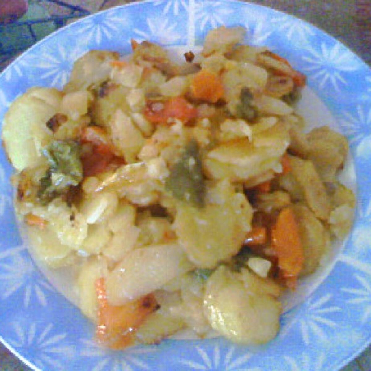 Ezen a képen: Hagymás-paprikás krumpli Angie konyhájából