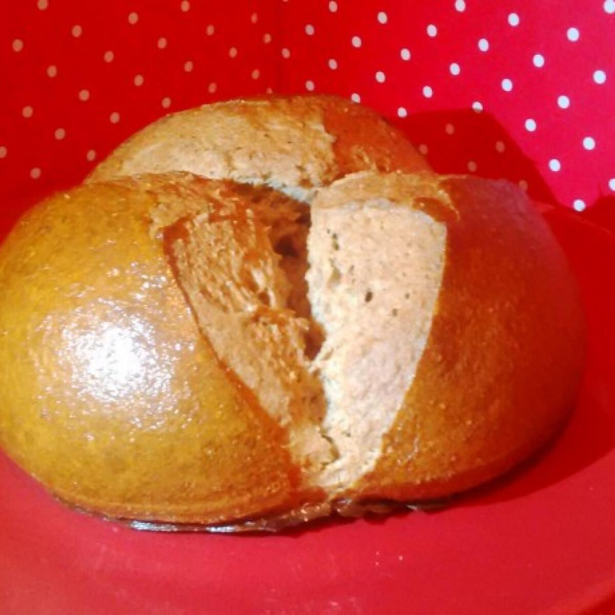 Ezen a képen: Vörösboros-rumos kalácscipó