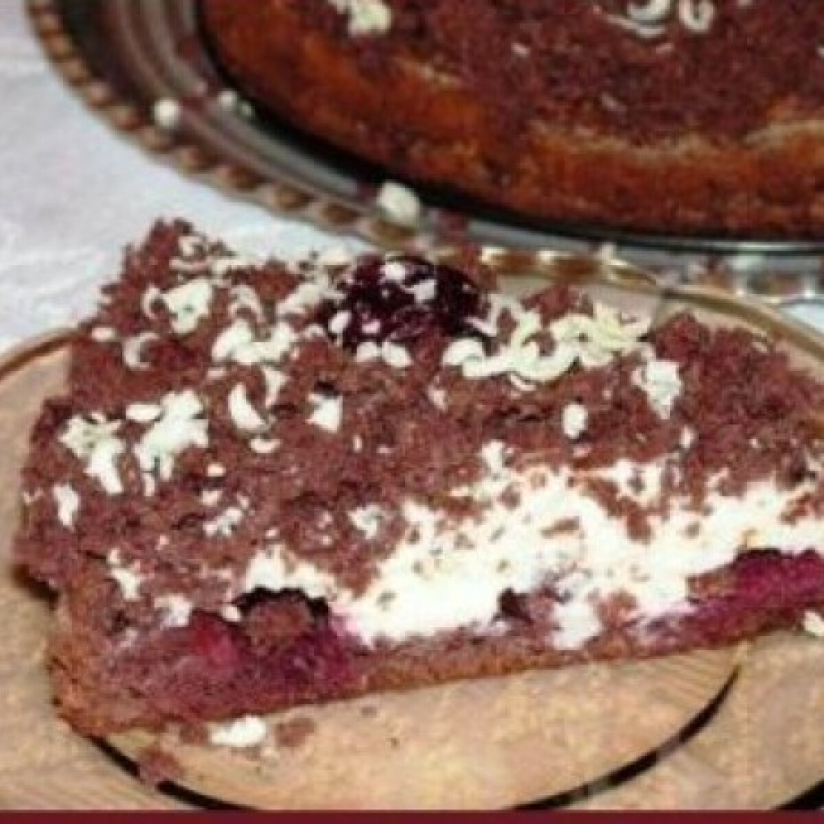Meggyes-fehércsoki krémes torta