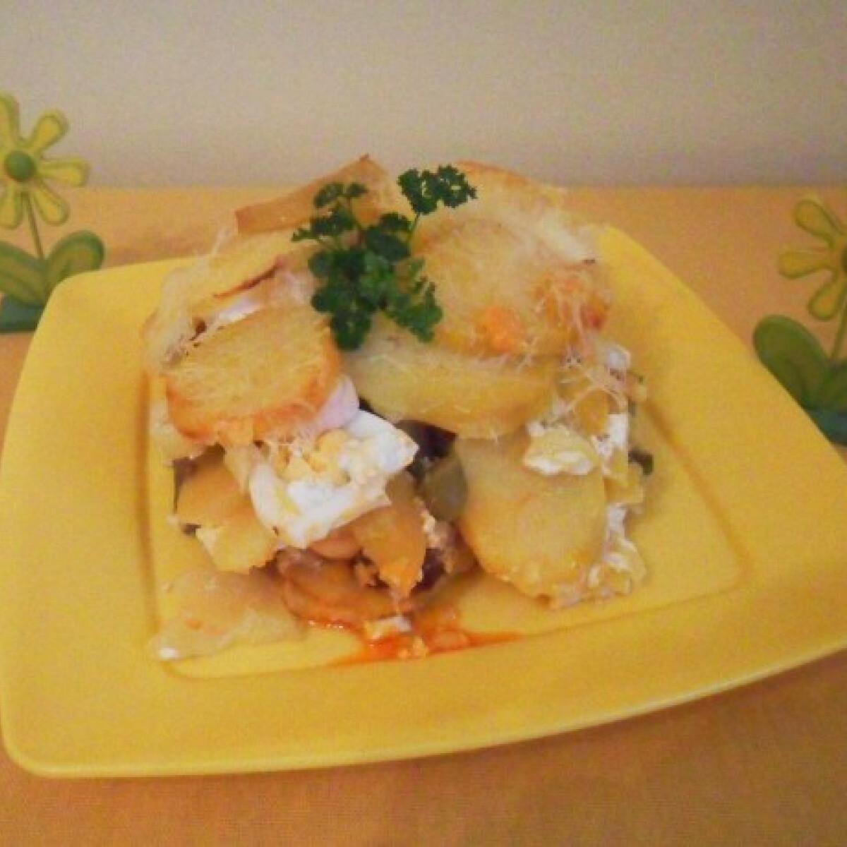 Ezen a képen: Legényfogó rakott krumpli