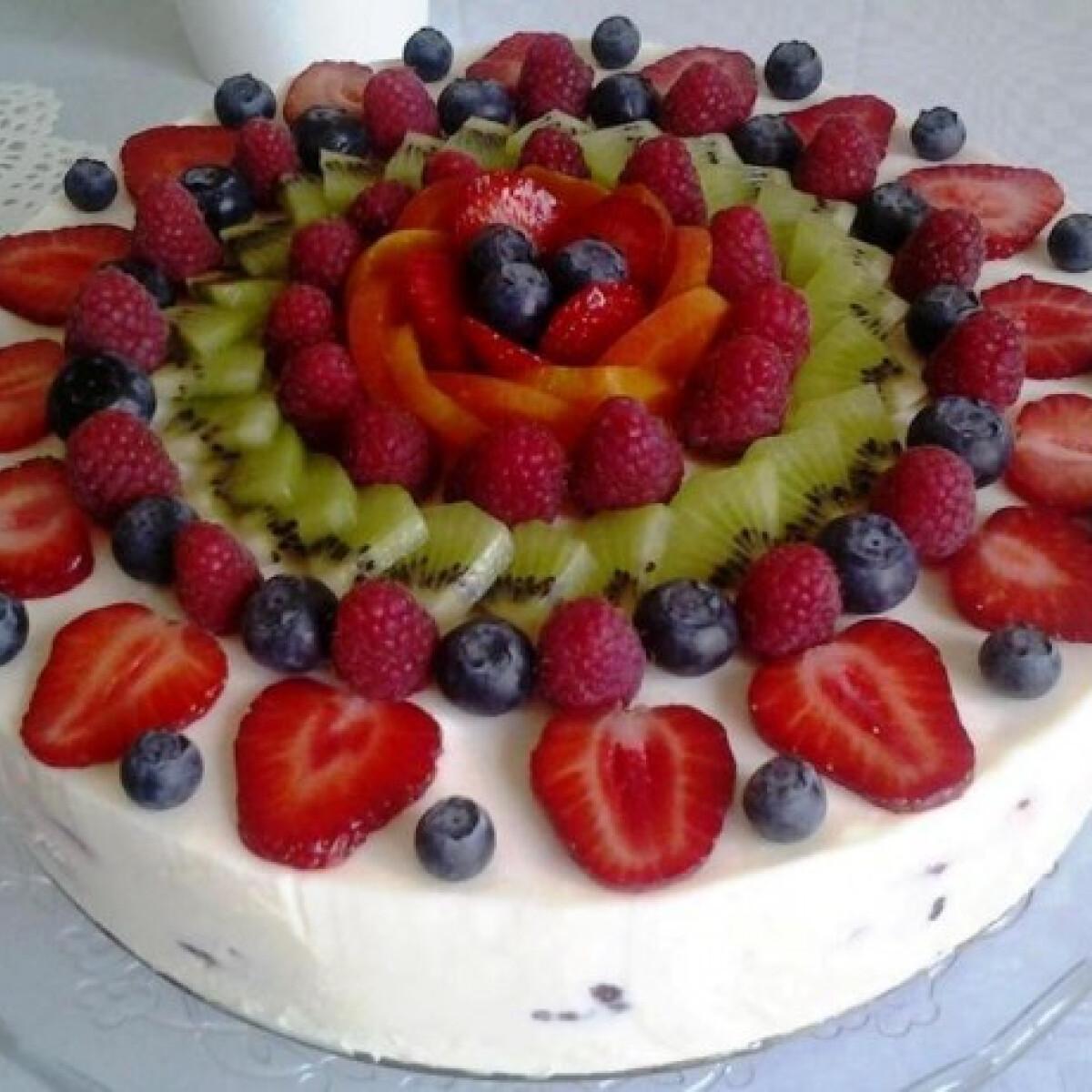 Ezen a képen: Gyümölcsös joghurttorta Kati konyhájából