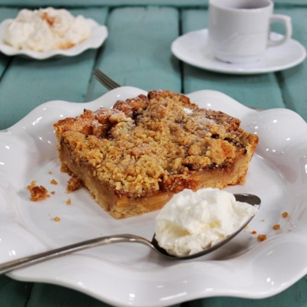 Ezen a képen: Morzsás almás pite