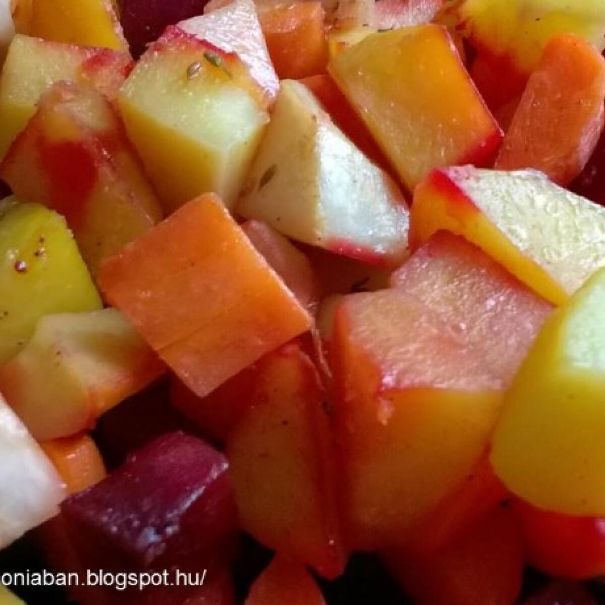 Ezen a képen: Sütőben sült tepsis zöldségek