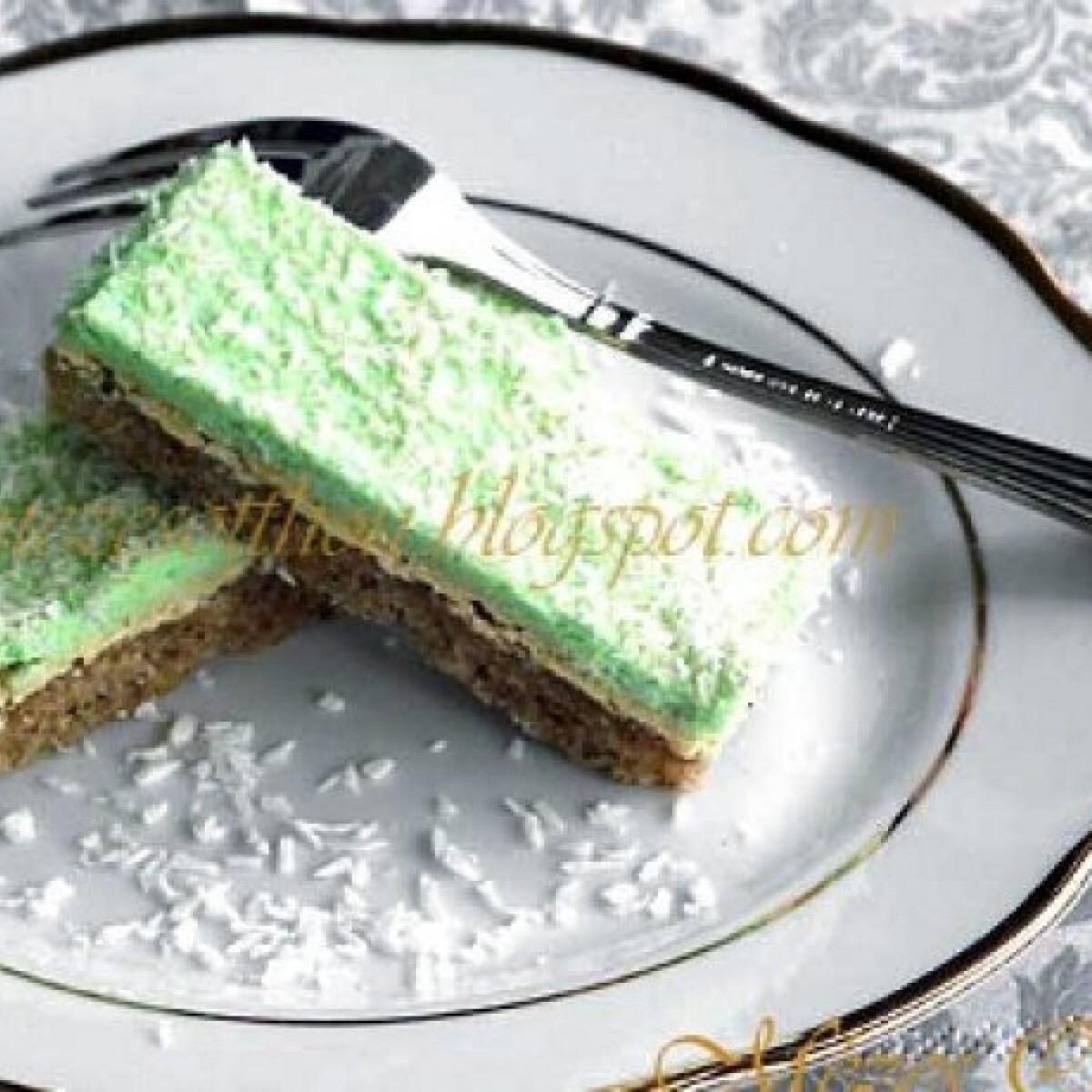 Ezen a képen: Mandulakrémes diós sütemény