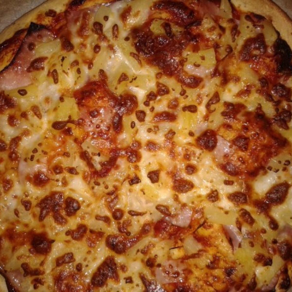 Ezen a képen: Hawaii pizza Gonoszka konyhájából