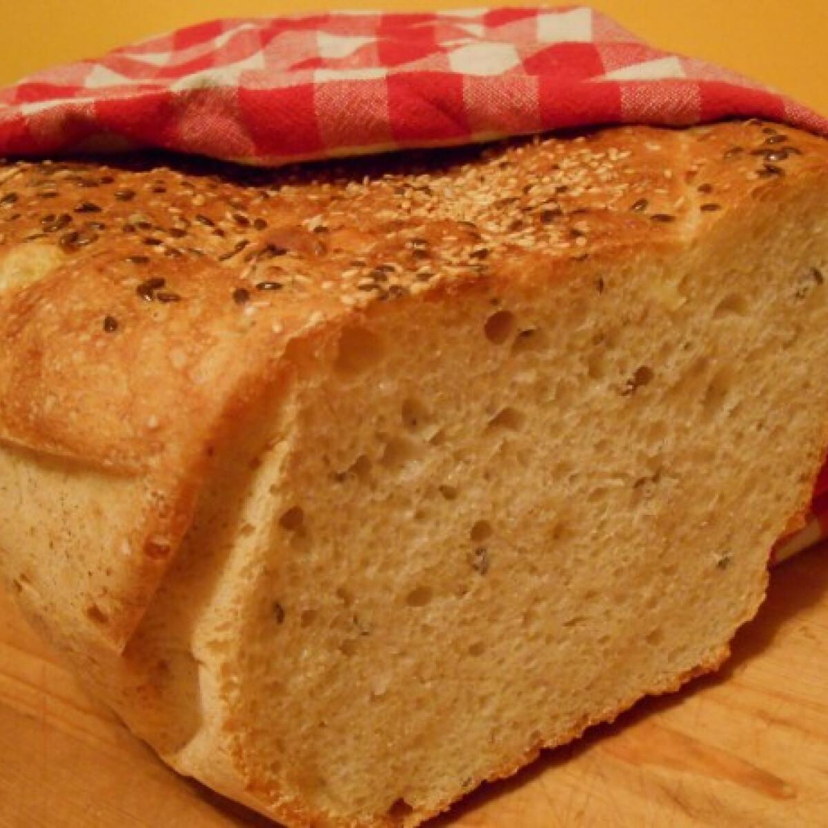 Ezen a képen: Krumplis-magos házi kenyér