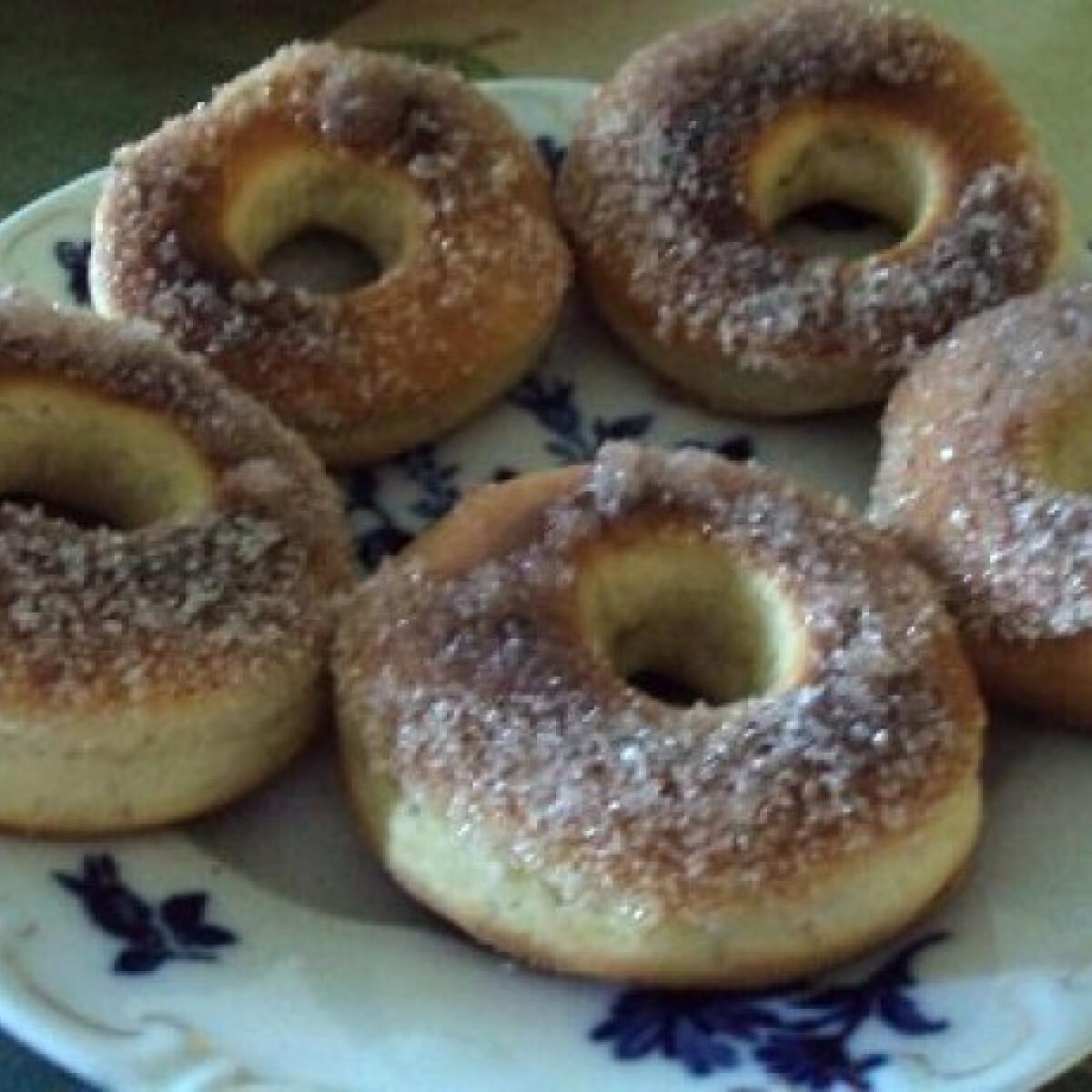 Ezen a képen: Sütőben sült fánkok