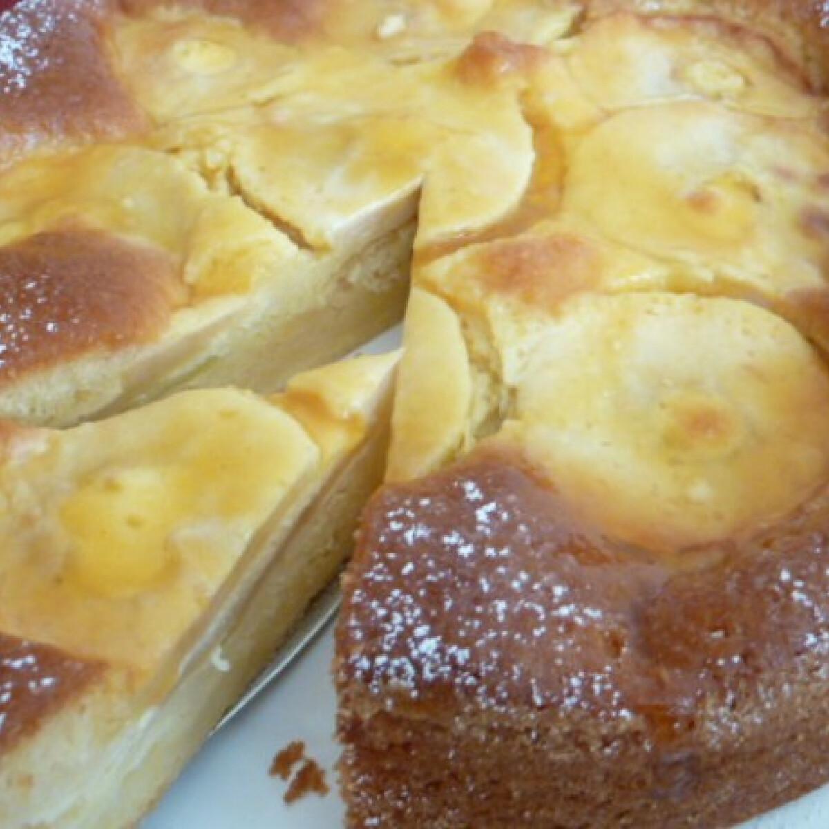 Almás süti crème fraîche-öntettel