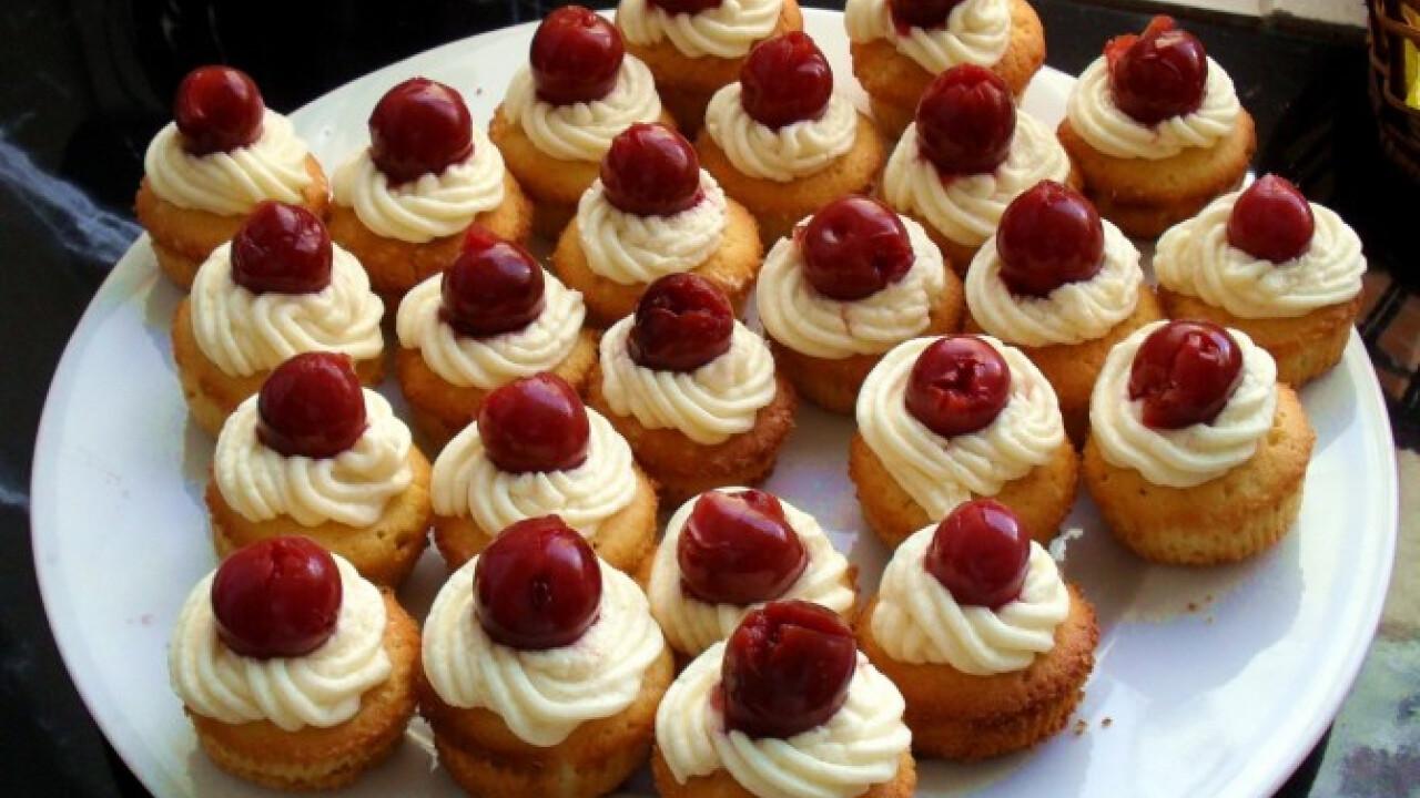 Vaníliás muffin meggyel